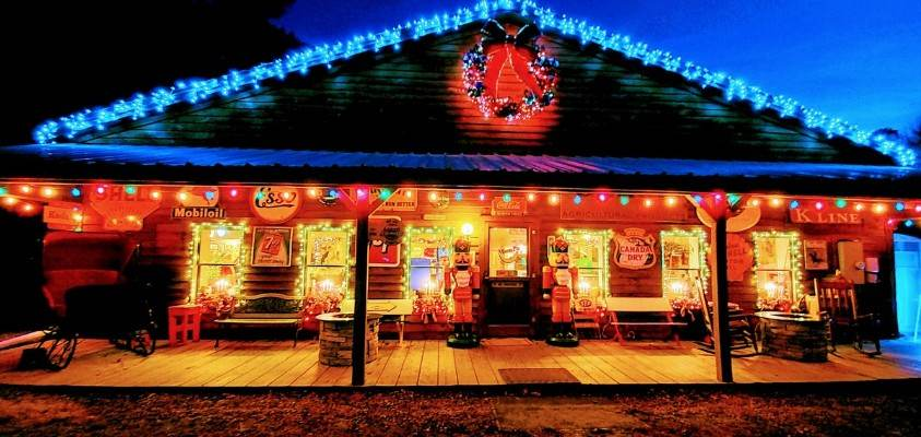 Old Fashioned Christmas Country Store